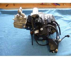 kompletní motor 125cc (125cc) 4T s poloautomatem (3 rychlosti + zpatecka)